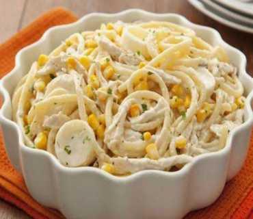 Espaguete Furadinho ao molho cremoso de frango e milho